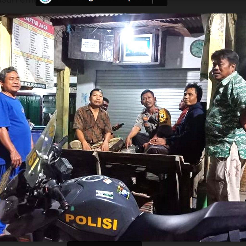 Permalink ke Kapolsek Pakal Rutin Laksanakan Patroli Wilayah Dengan Sambang Warga