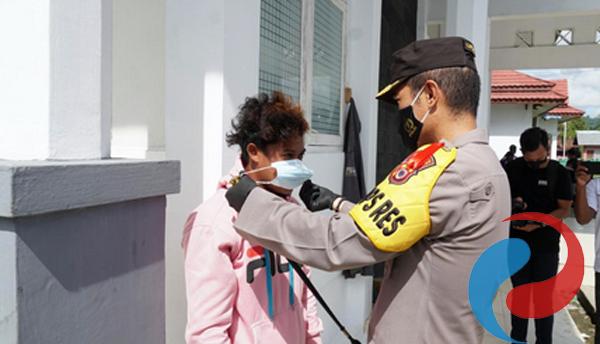 Permalink ke Peduli Covid-19, Polres SBB Distribusikan Bansos dan Masker ke Warga