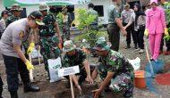Permalink ke Manfaatkan Lahan Kosong, Kapolres Bondowoso Pimpin Penanaman Seribu Pohon