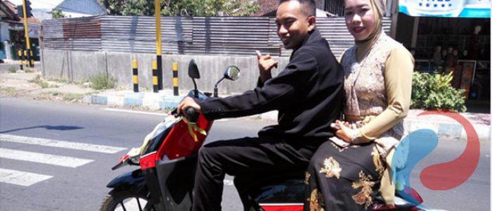 Pernikahan Wartawan,  Kendarai  Motor Matic ke KUA Bondowoso