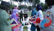 Permalink ke Peringati Hari Ibu, Arumi Ziarah dan Tabur Bunga di TMP