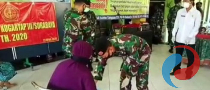 Warga Bluru Terima Bantuan 750 Paket Sembako dari Kogartap III Surabaya