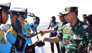 Permalink ke Pangkoarmada II Berikan  Penghargaan SMA Hang Tuah 5