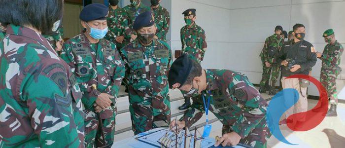 Pangarmada II Dampingi Pangdam V/Brawijaya Lepas Satgas Pamtas Yonif Mekanis 516/CY ke Papua