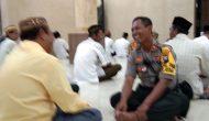 Permalink ke Jalin Kemitraan, Kapolsek Pakal Sholat Magrib Berjamaah di Masjid Al Istiqomah